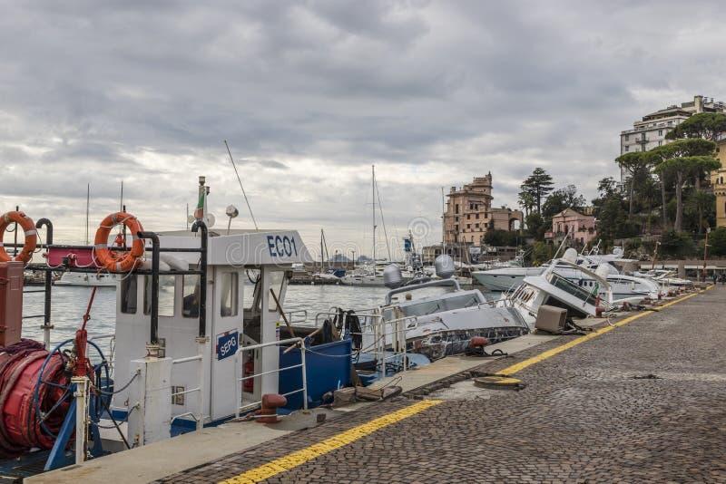 Rapallo Italien November/5/2018 - katastrofalt resultat av en kraftig storm som uppstod på natten av Oktober 29 i hamnen av arkivfoto
