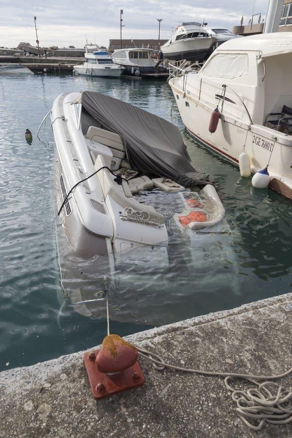 Rapallo Italien November/5/2018 - katastrofalt resultat av en kraftig storm som uppstod på natten av Oktober 29 i hamnen av arkivfoton