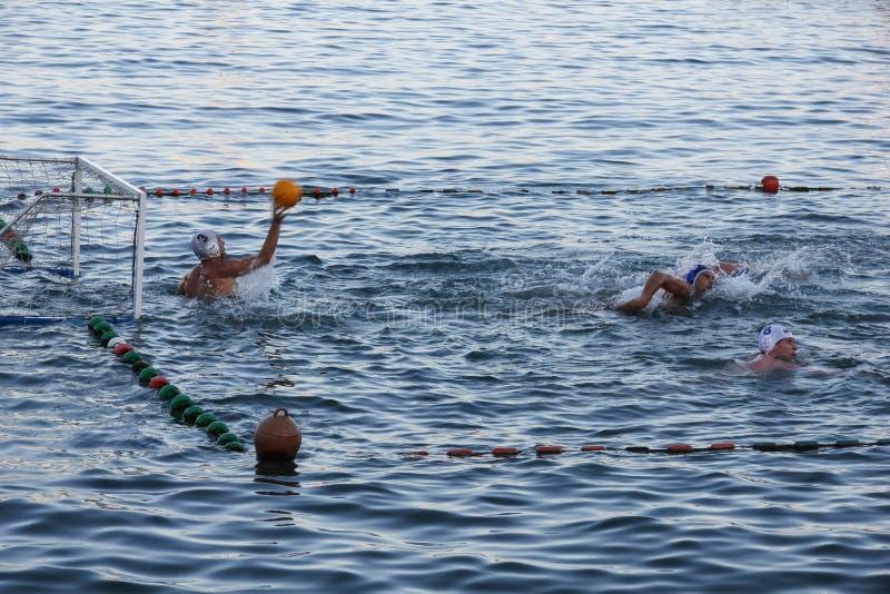 Rapallo - SEPT 2011 Italien, sportar för vattenpolo Portar svävar på acitivityen för sporten för sommar för vattenyttersidakusten royaltyfri fotografi
