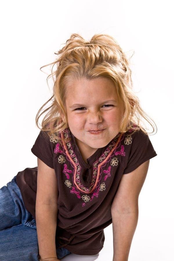 Rapariga adorável que scrunching seu nariz foto de stock