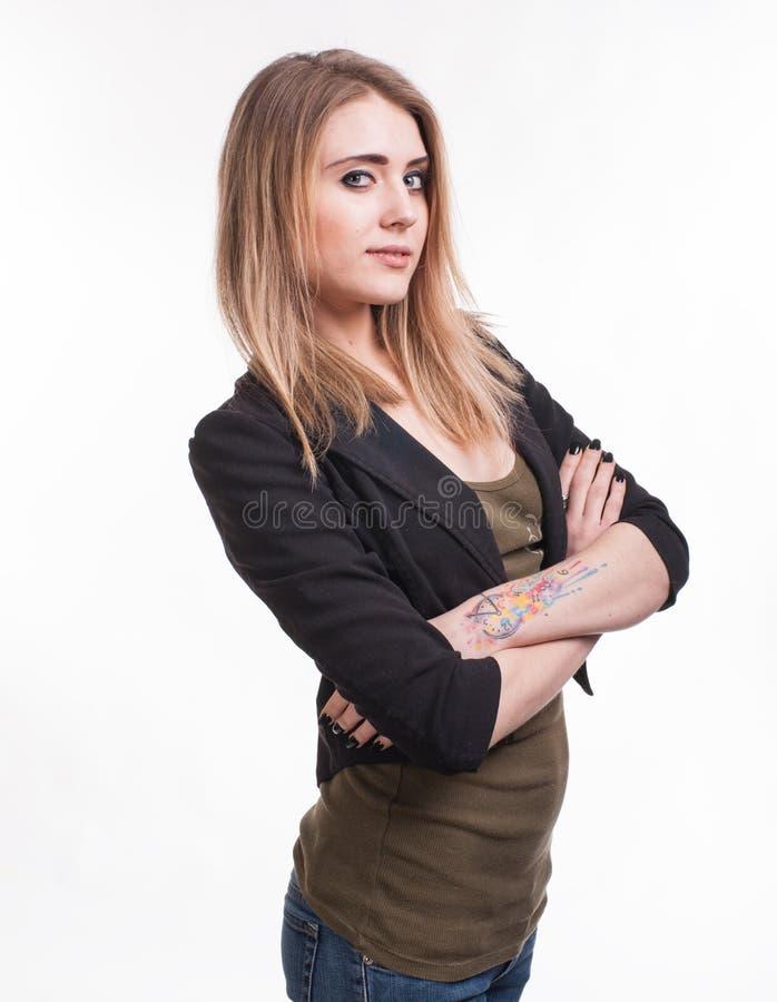 Rapariga atrativa com mãos cruzadas fotografia de stock royalty free