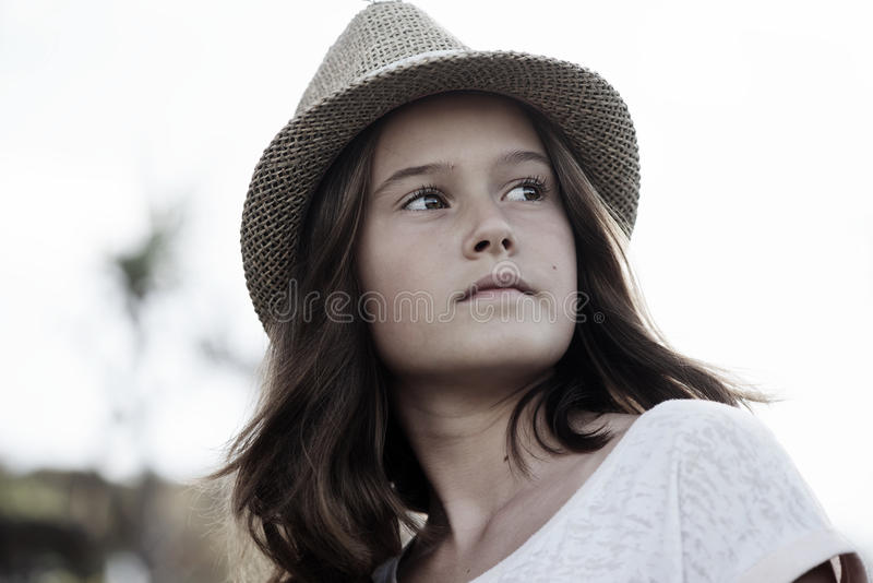 Rapariga bonita com chapéu fotografia de stock