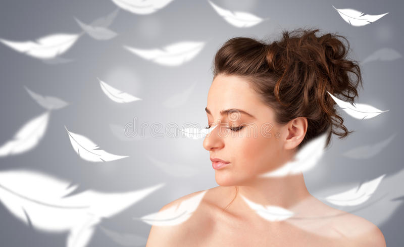 Rapariga bonita com conceito claro da pele da pena imagem de stock royalty free