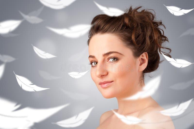 Rapariga bonita com conceito claro da pele da pena foto de stock