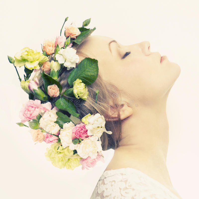 Rapariga bonita com flores fotos de stock royalty free