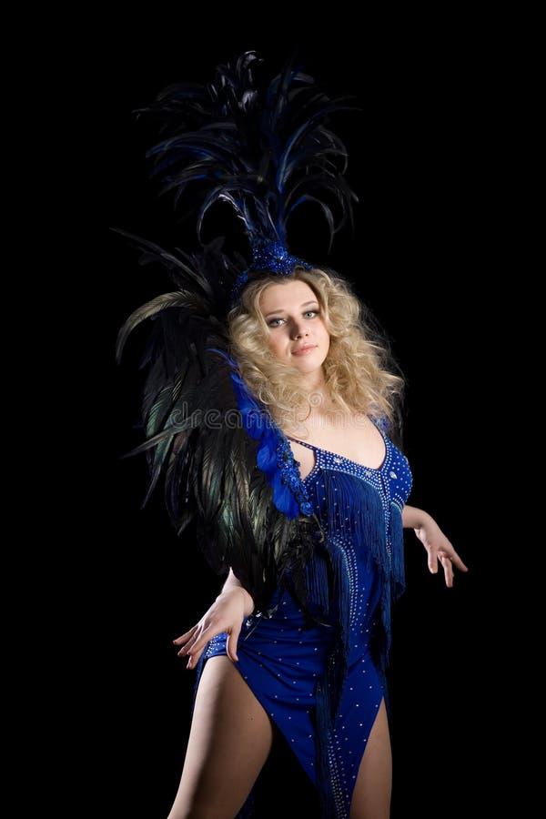 Dançarino da menina em trajes do carnaval das penas. fotos de stock royalty free