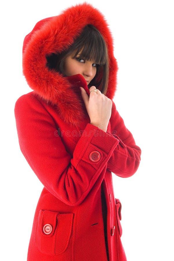 A rapariga bonita em um revestimento vermelho fotos de stock royalty free