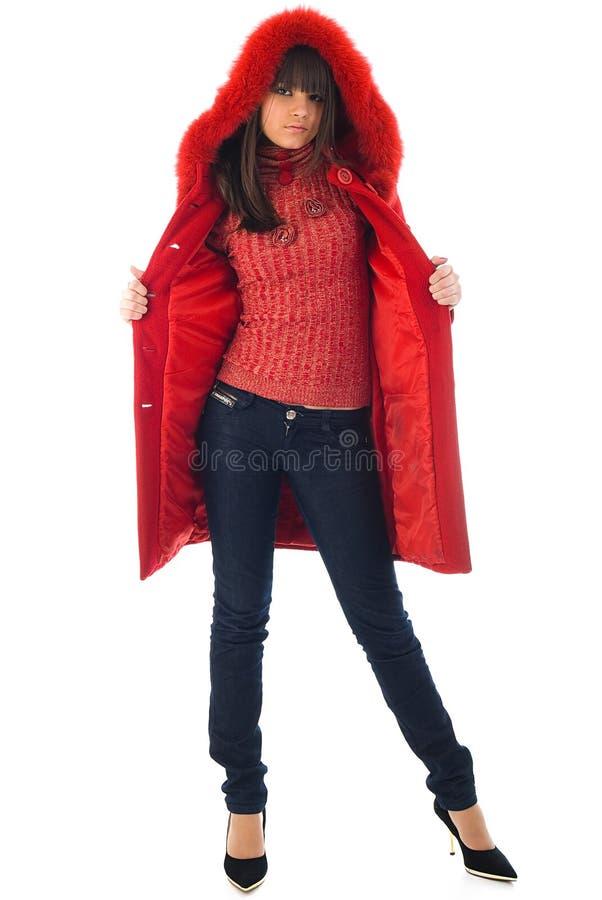 A rapariga bonita em um revestimento vermelho foto de stock royalty free