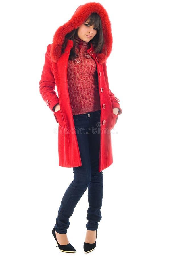 A rapariga bonita em um revestimento vermelho imagens de stock