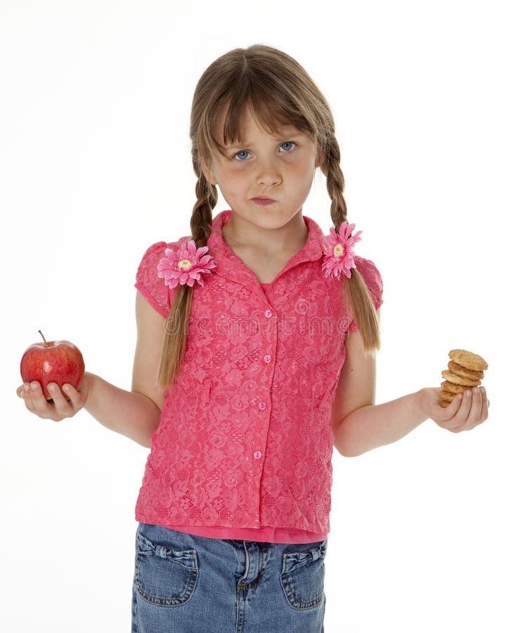 Rapariga com alimento do petisco fotografia de stock royalty free