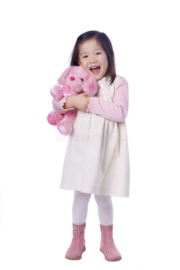 Rapariga com animal enchido foto de stock