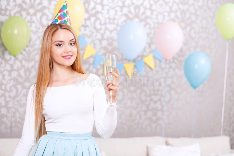 Rapariga com vidro do champanhe foto de stock