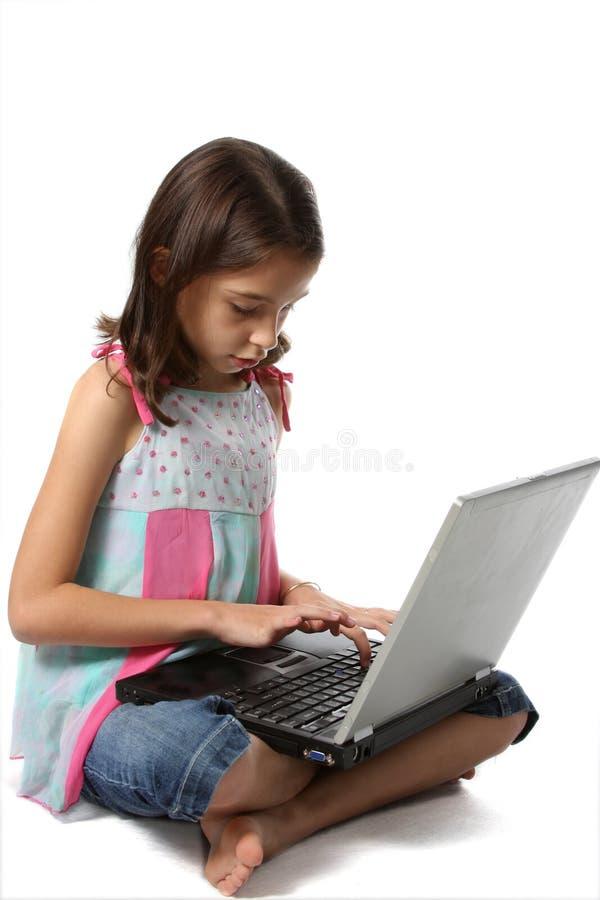 Rapariga/criança com computador portátil imagens de stock royalty free