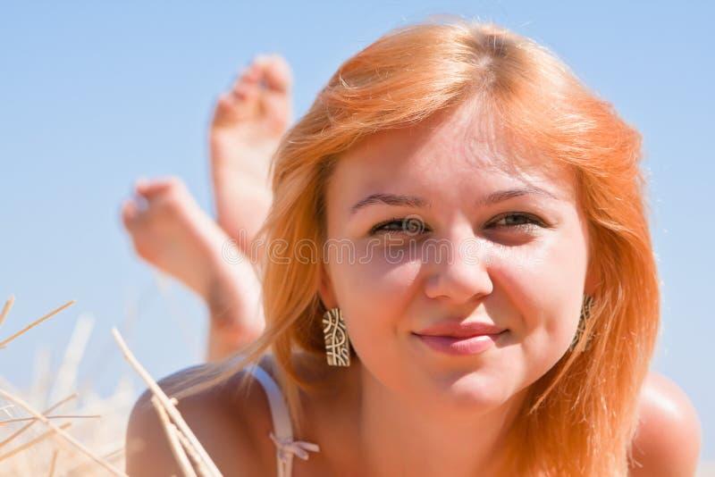 Rapariga de sorriso bonita imagens de stock royalty free
