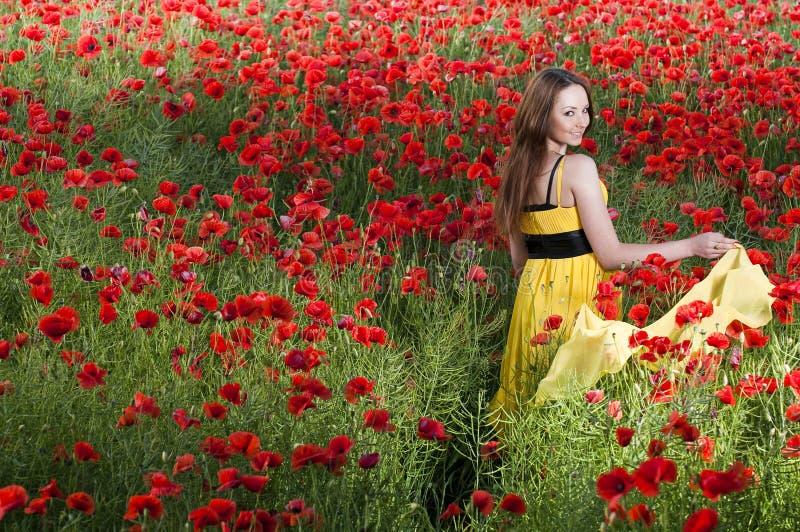 Rapariga de sorriso com lenço amarelo imagens de stock royalty free