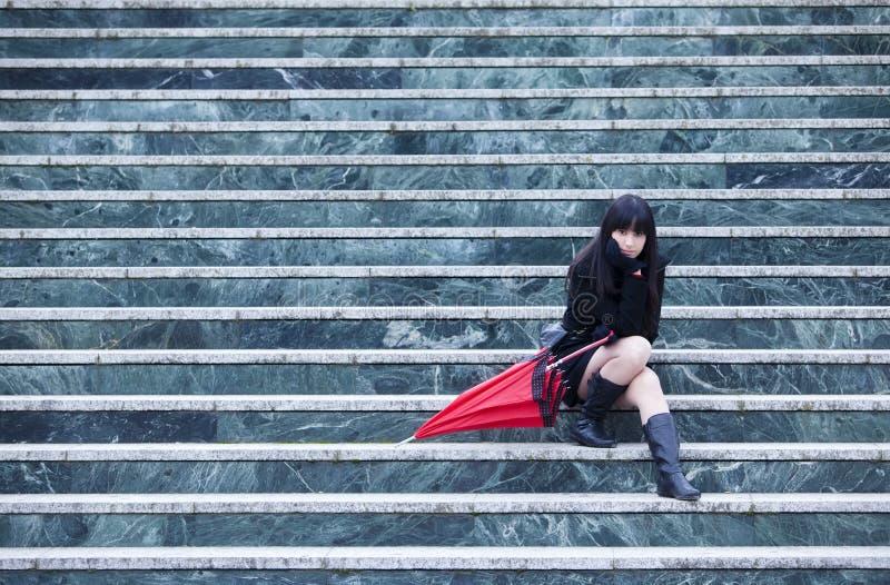 Rapariga em escadas foto de stock royalty free