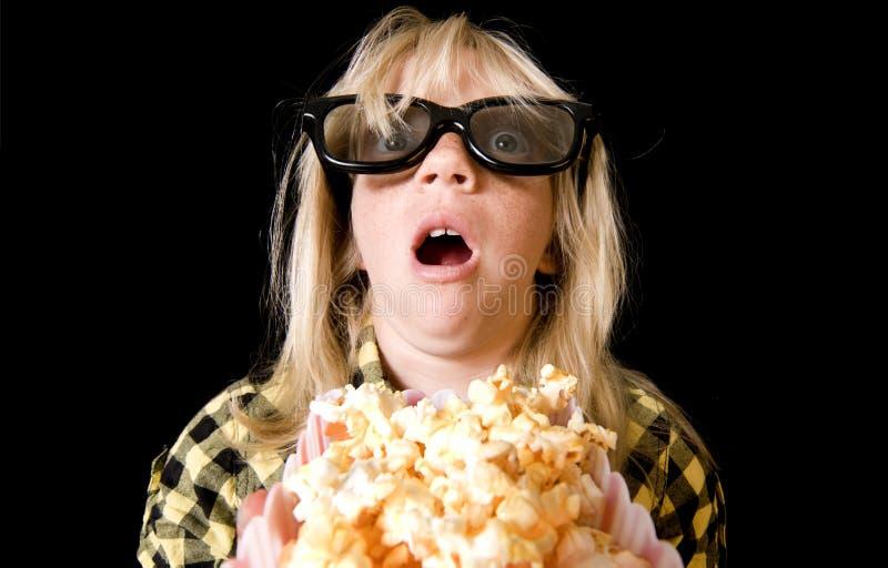 Rapariga em um filme 3-D assustador fotografia de stock royalty free