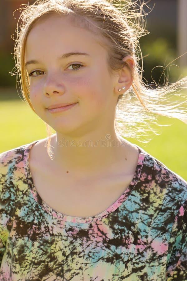 Rapariga feliz de sorriso imagens de stock