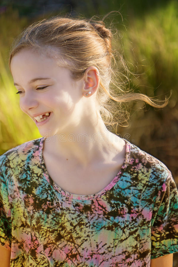 Rapariga feliz de sorriso fotografia de stock