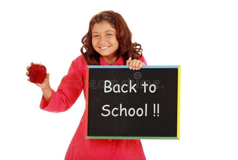 Rapariga feliz de volta à escola com placa de giz imagem de stock