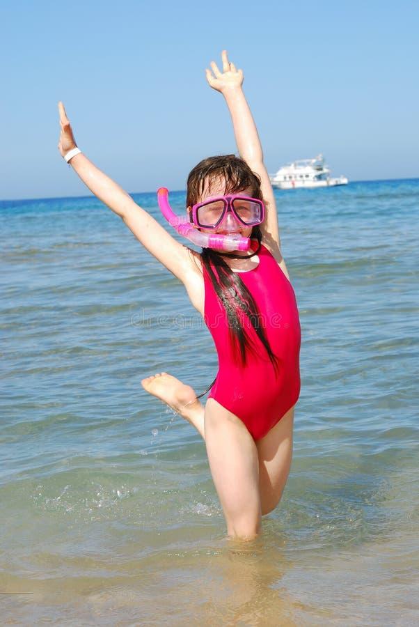 Rapariga feliz no mar imagem de stock royalty free