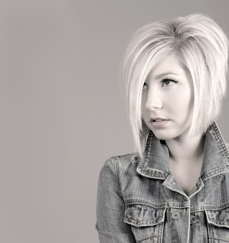 Rapariga fresca com penteado na moda fotos de stock royalty free