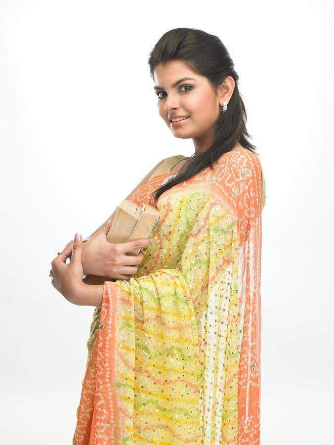 Rapariga indiana com livros fotos de stock royalty free