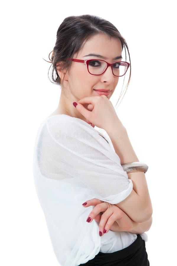 Rapariga isolada com os eyeglasses que tocam em seu queixo no branco foto de stock royalty free