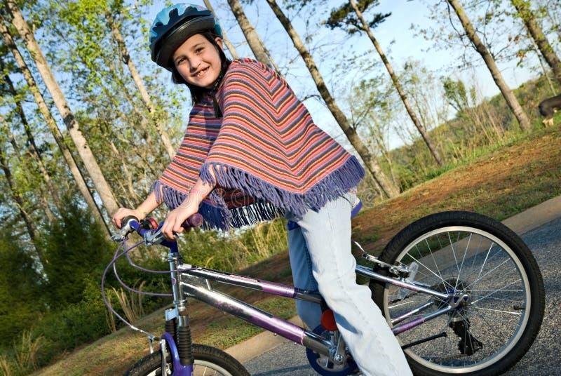 Rapariga na bicicleta foto de stock