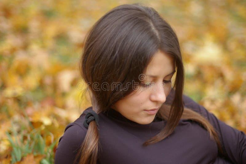 A rapariga na caminhada fotografia de stock