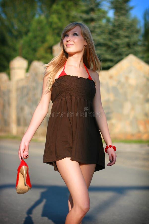 Rapariga na estrada imagens de stock royalty free