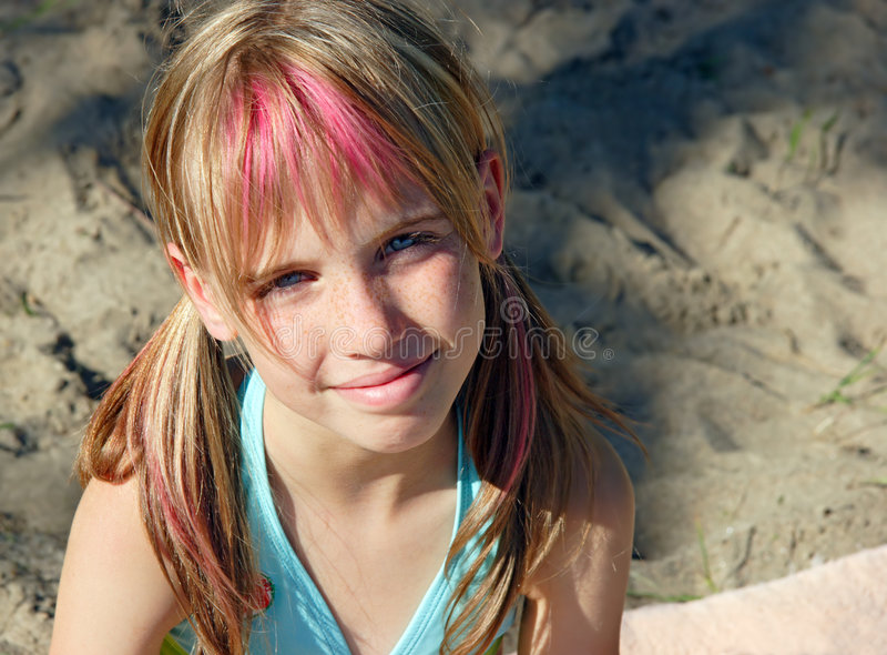 Rapariga na praia foto de stock royalty free