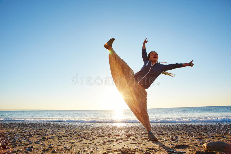 Rapariga na praia fotos de stock
