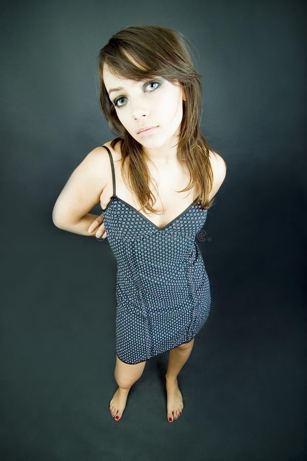 Rapariga no vestido do ponto de polca foto de stock royalty free