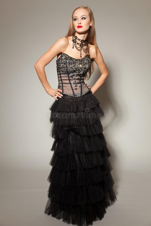 Rapariga no vestido preto foto de stock royalty free