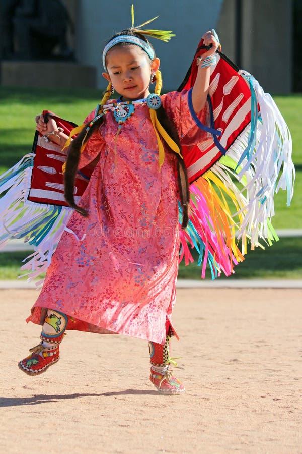 Rapariga - Powwow do nativo americano fotos de stock