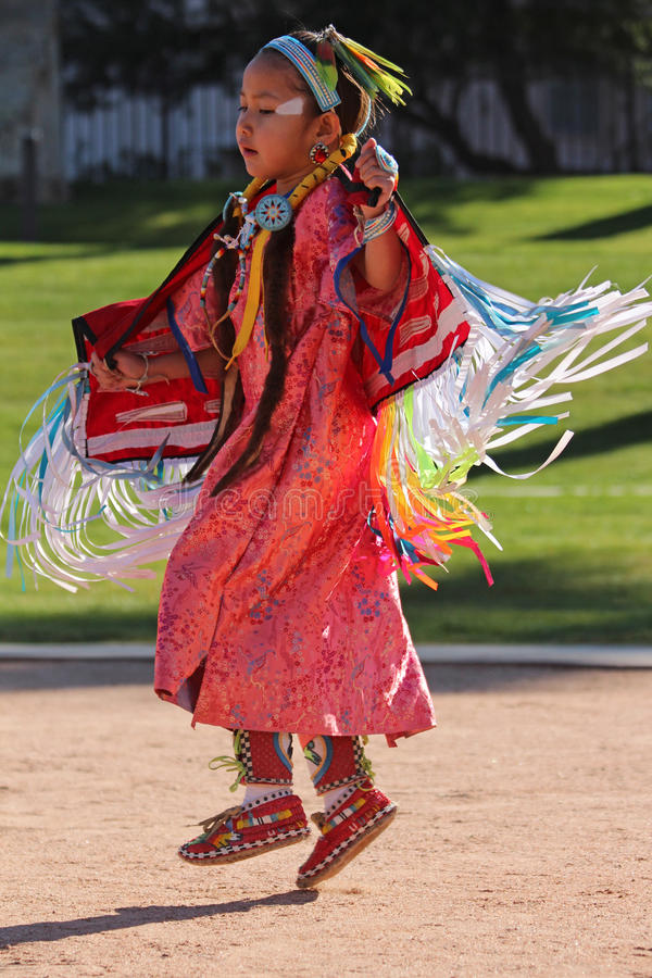 Rapariga - Powwow do nativo americano foto de stock royalty free