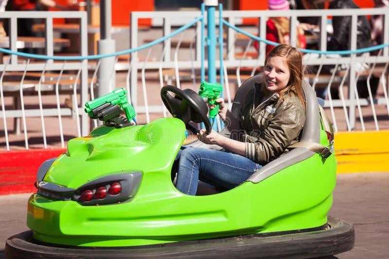 Rapariga Que Conduz Um Carro Abundante Imagem de Stock