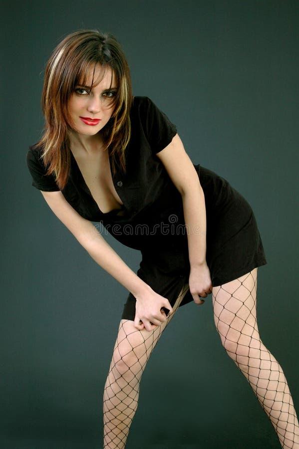 Rapariga que inclina-se para a frente foto de stock