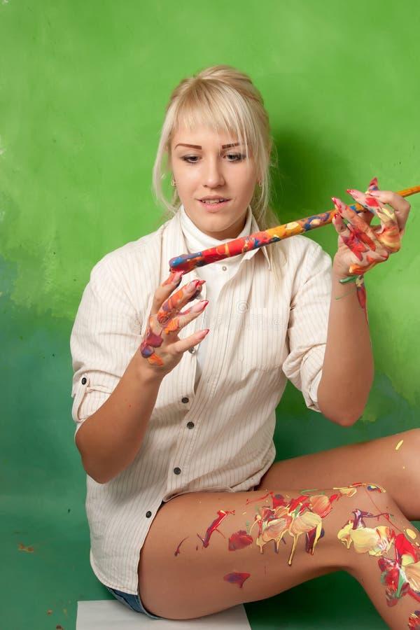 Rapariga que pinta acima dsi mesma imagens de stock royalty free