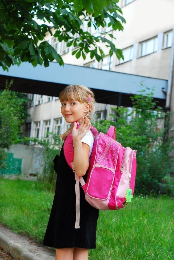 Rapariga que vai à escola fotografia de stock
