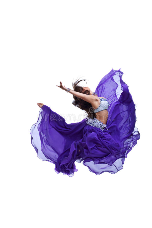 A rapariga salta no véu oriental oriental roxo imagem de stock