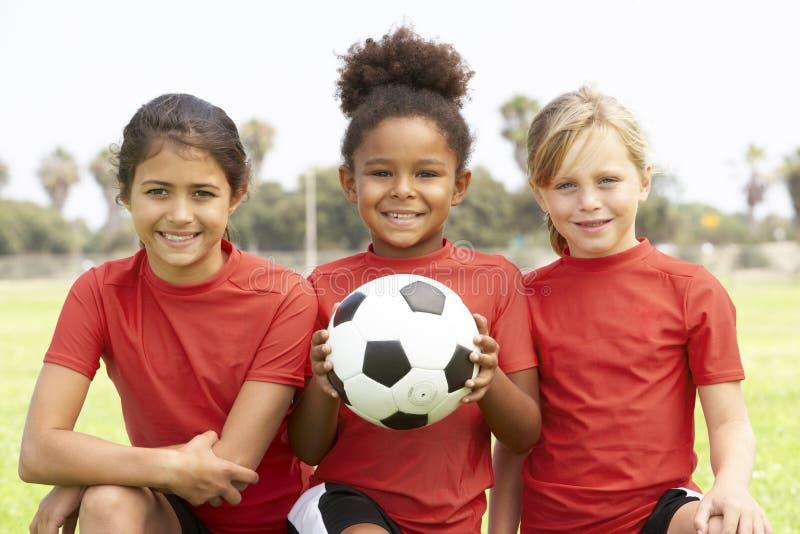 Raparigas na equipa de futebol foto de stock