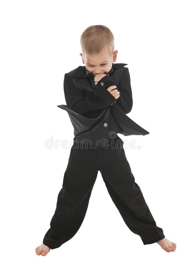 Rapaz pequeno adorável que finge ser um rockstar foto de stock