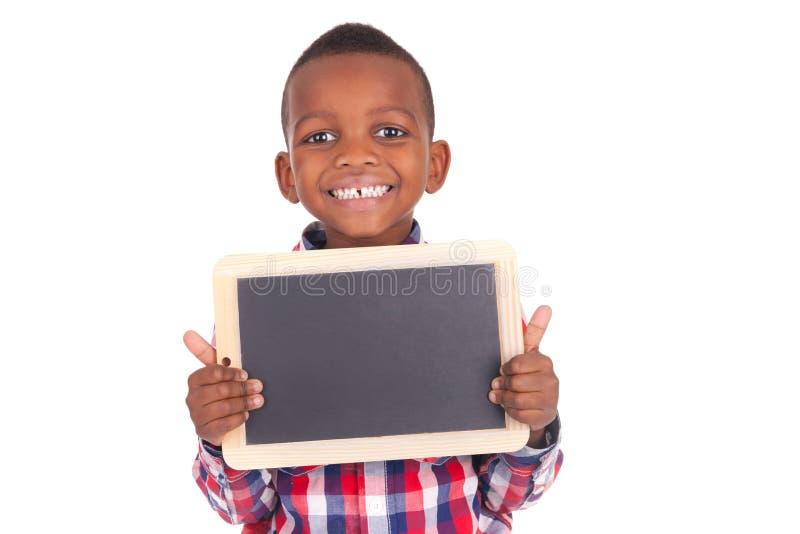 Rapaz pequeno africano adorável com ardósia fotografia de stock