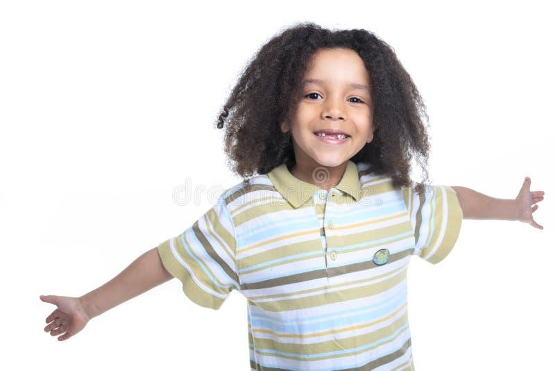 Rapaz pequeno africano adorável com bonito imagens de stock