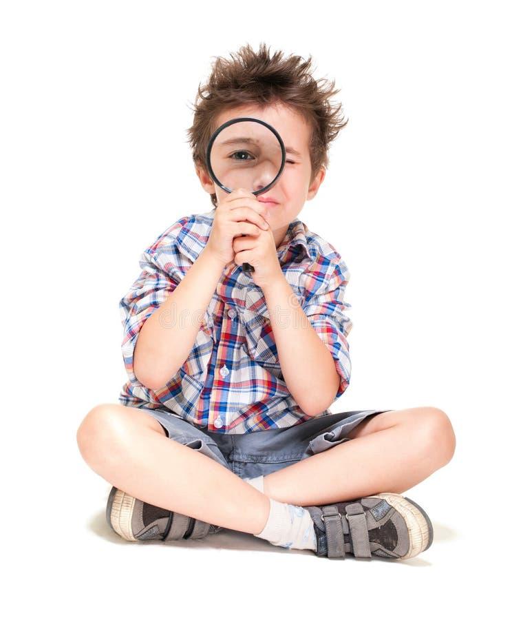 Rapaz pequeno atento com estranho foto de stock