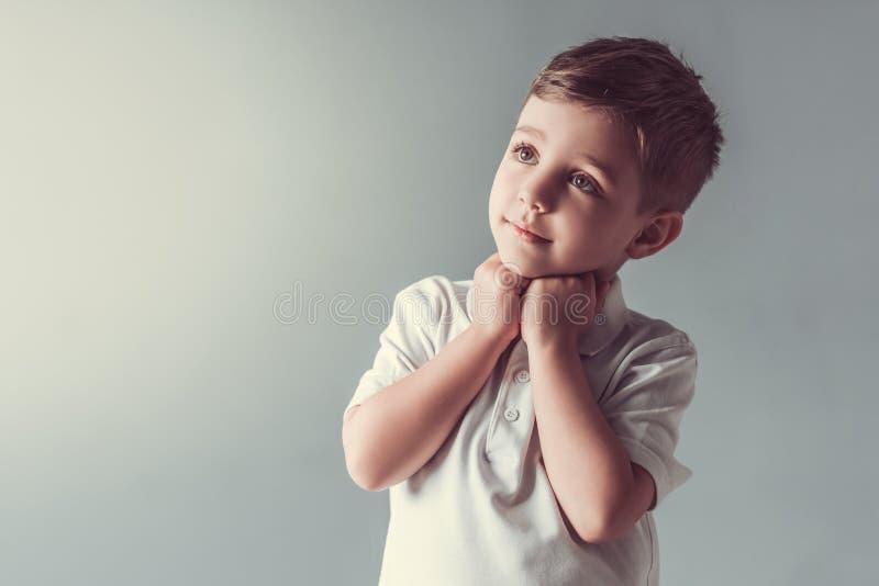 Rapaz pequeno bonito foto de stock royalty free