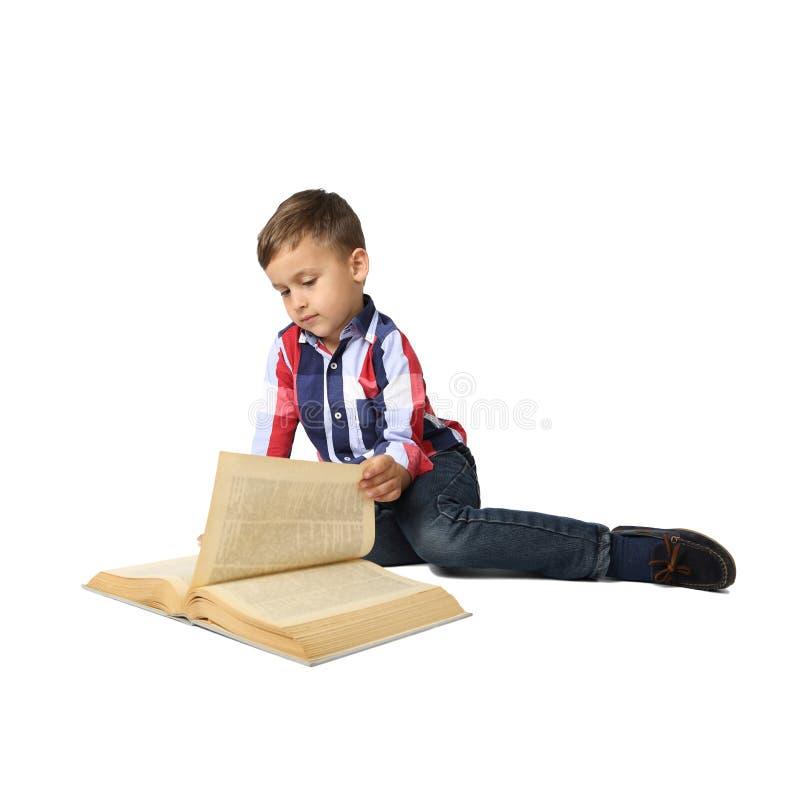 Rapaz pequeno bonito com livro grande imagens de stock royalty free