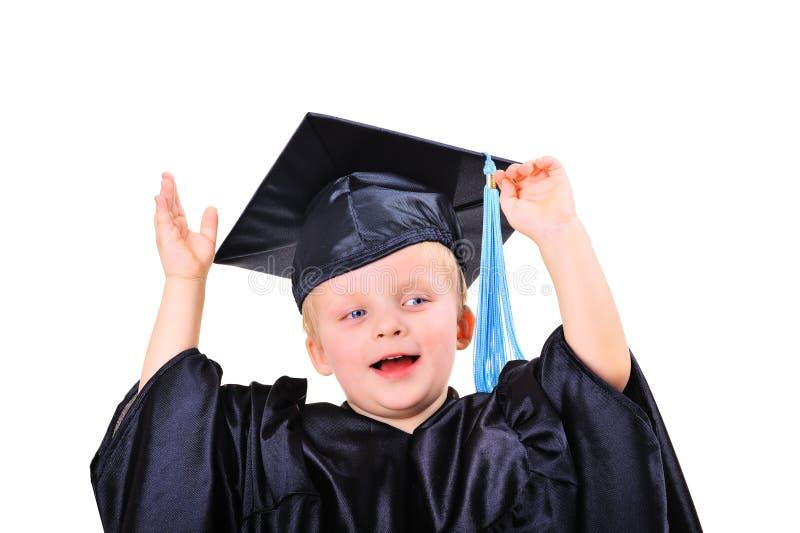 Rapaz pequeno bonito no vestido da graduação imagens de stock royalty free